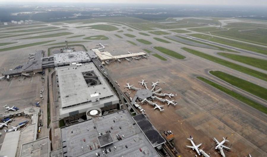 Azja: Tajfuny ogromnym zagrożeniem dla uziemionych samolotów