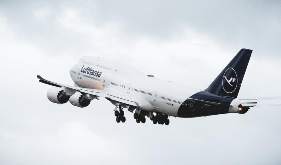 """Lufthansa walczy z pandemią. """"Pracownicy przeszkoleni medycznie mogą pomóc w szpitalach"""""""