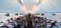 Piwa w samolotach nie zabraknie. Resort zdrowia o sprzedaży alkoholu w transporcie