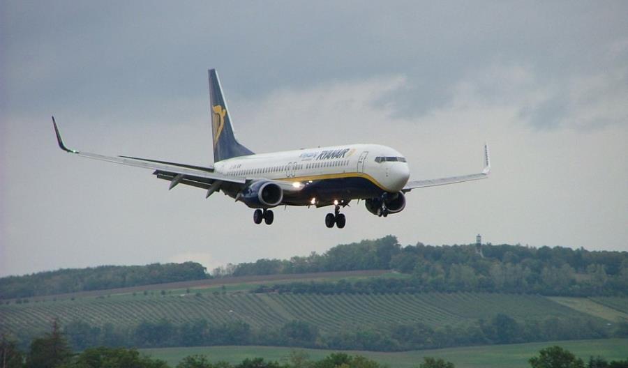 Ryanair znosi opłatę za zmianę rezerwacji na wakacyjne loty