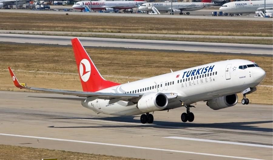 Zagraniczni piloci Turkish Airlines na przymusowych bezpłatnych urlopach