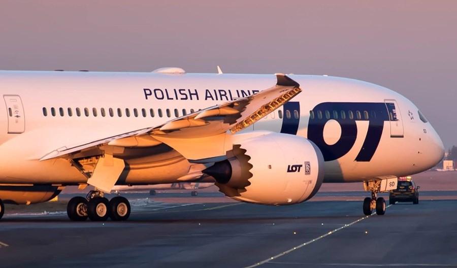 Zakaz lotów do 11 kwietnia.  LOT zawiesza połączenia. Jest nowe rozporządzenie
