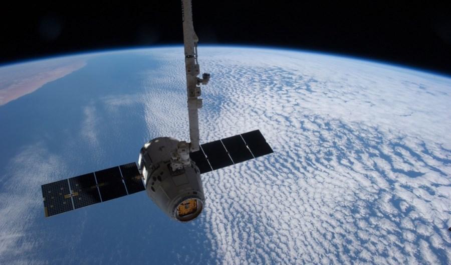 Brytyjski satelita ma rozwiązać problem kosmicznych śmieci