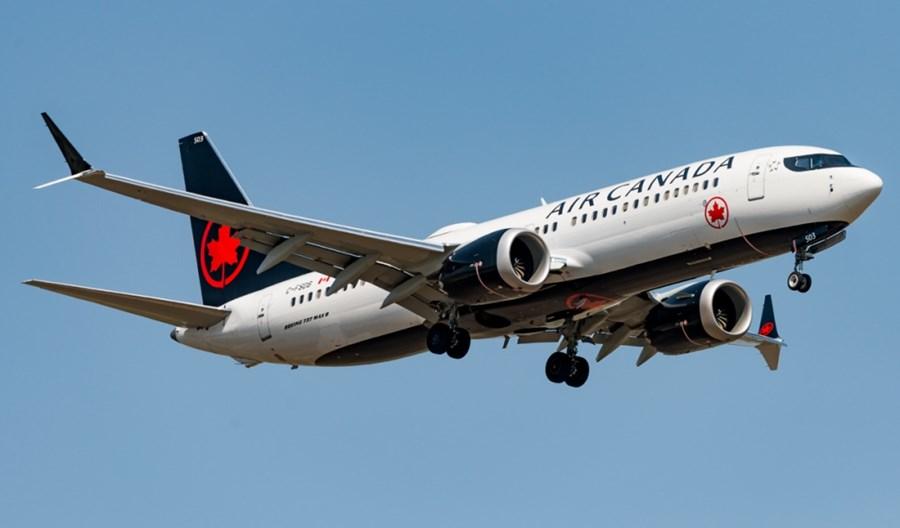 Boeing 737 MAX linii Air Canada miał problem z silnikiem i lądował awaryjnie