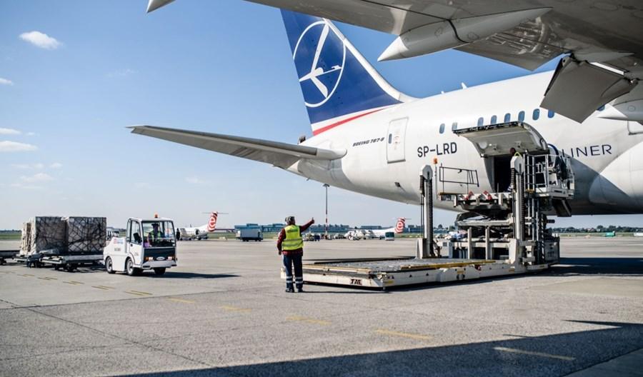 #CargoDlaPolski: LOT wykonał 43 rejsy i dostarczył 775 ton sprzętu medycznego