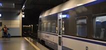 Nowy pociąg z Lotniska Chopina do Łodzi Fabrycznej. Frekwencja (na razie) słaba