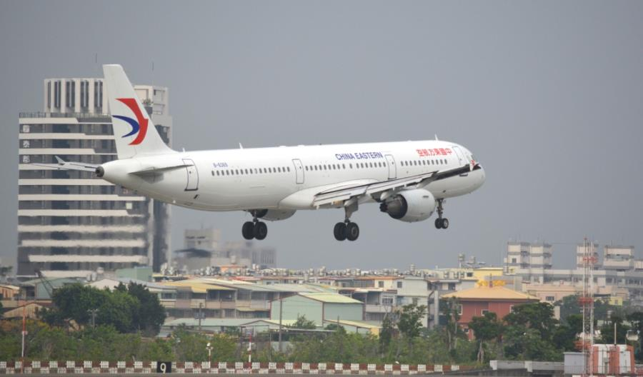 Chiny: Zagraniczni piloci wysyłani na bezpłatne urlopy