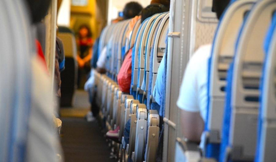 IATA: Tak dla masek, nie dla pustego środkowego fotela