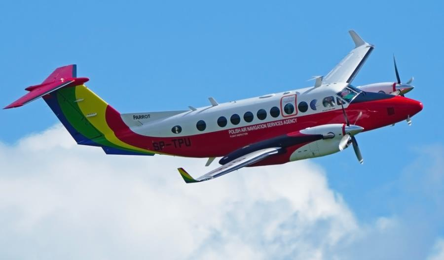 Papuga ponownie poleci na Litwę. PAŻP wygrywa przetarg Oro Navigacija