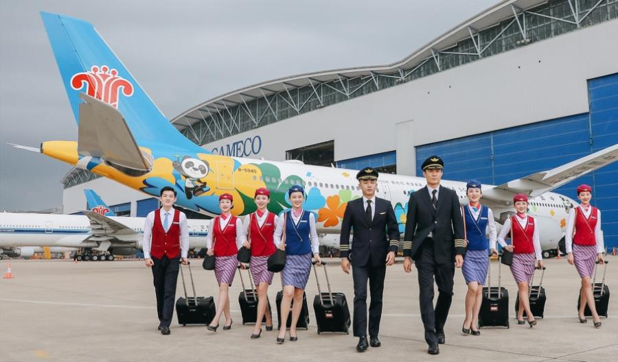 Pieluchy dla stewardess. Tak Chiny walczą z koronawirusem!