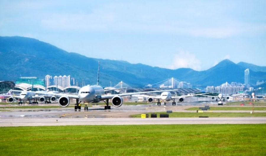 Bombardier rozpoczął montaż pojazdów dla portu w Hongkongu