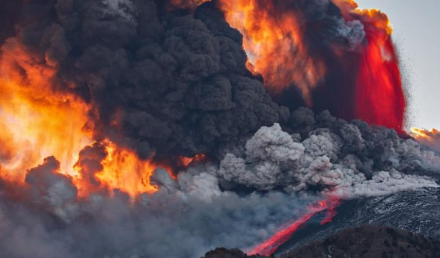 Wybuch Etny wymusił zamknięcie lotniska w Katanii