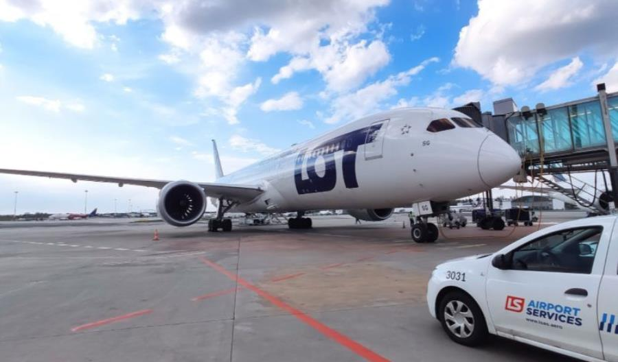 Dreamliner PLL LOT dostarczył sprzęt do Indii w ramach walki z pandemią