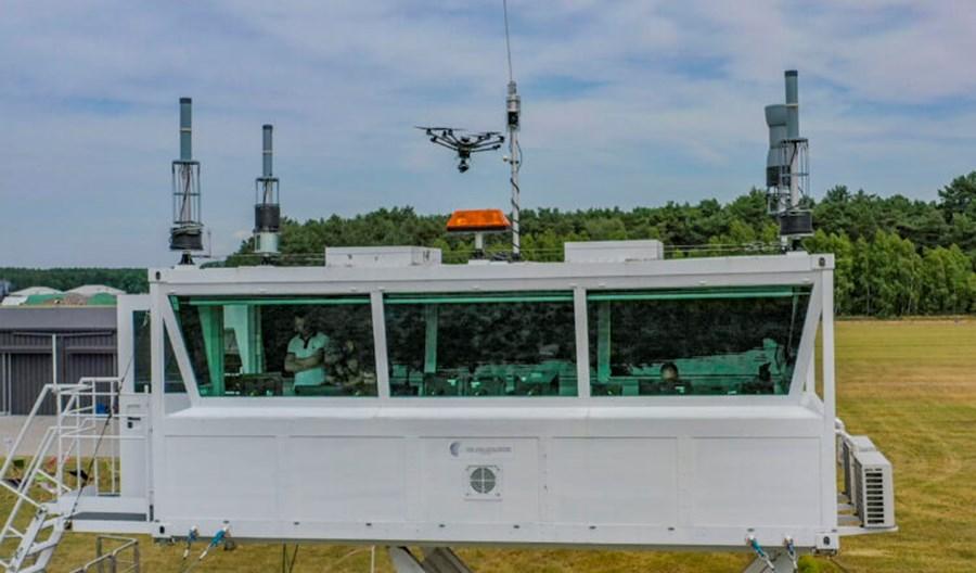Mobilna wieża PAŻP kontrolowała zawody Droniada
