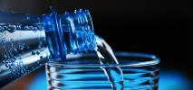 UOKiK: Woda na polskich lotniskach nie jest za droga