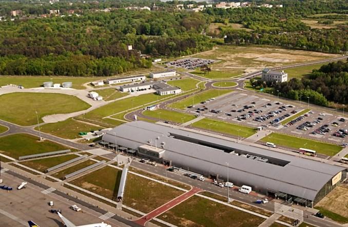 Modlin: Kto przygotuje dokumentację dla budowy bezpośredniego połączenia kolejowego do lotniska?