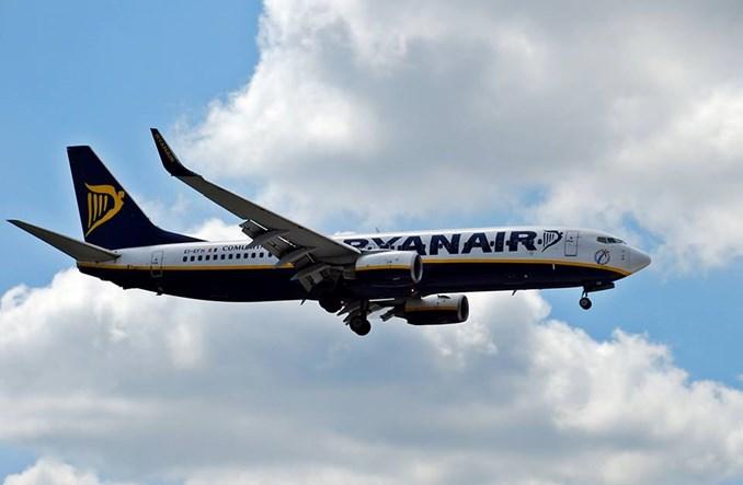 Ryanair walczy z opóźnionymi lotami i obniża ceny przewozu bagażu