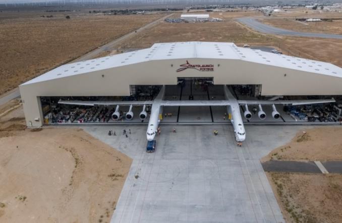 Najszerszy samolot na świecie odpalił silniki po raz pierwszy