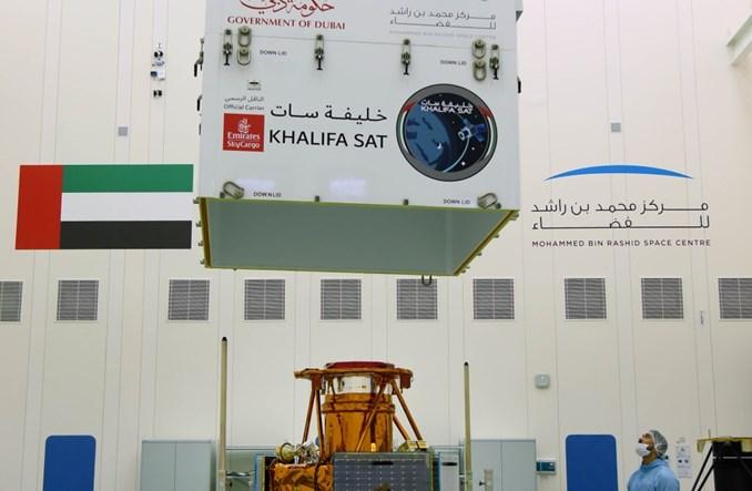 Linie Emirates SkyCargo przewożą pierwszego satelitę wyprodukowanego w ZEA
