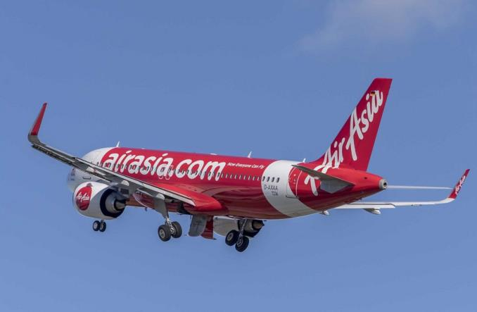 Koronawirus. Airbus wystawia na sprzedaż sześć samolotów wykonanych dla AirAsia