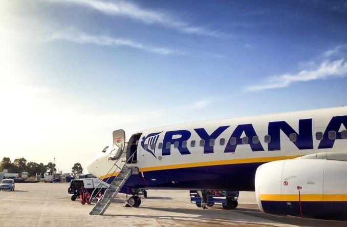 Kolejne strajki we Francji wstrzymują loty Ryanaira. Przewoźnik szuka pomocy w Brukseli