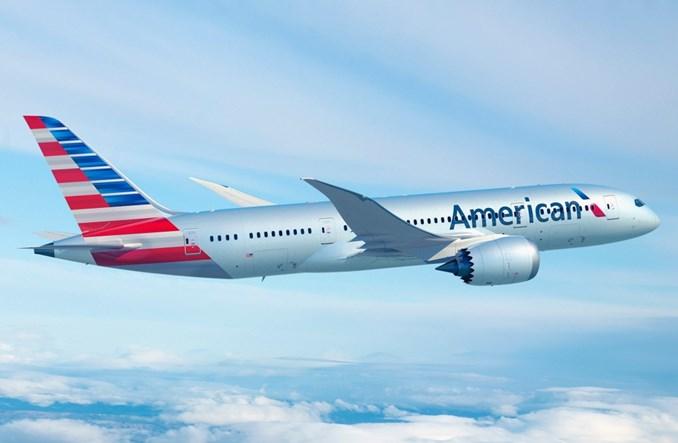 """Ryzykowna strategia American Airlines. """"Marnują pieniądze"""""""