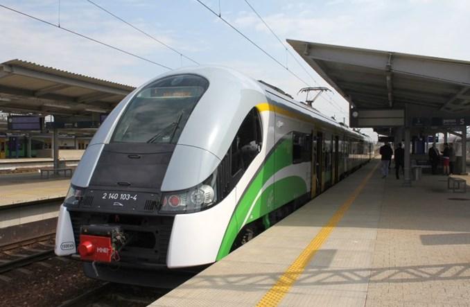 Koleje Mazowieckie włączają się w spór o przyszłość lotniska w Modlinie