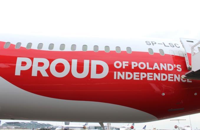 Tak LOT obchodzi rocznicę odzyskania niepodległości (ZDJĘCIA)