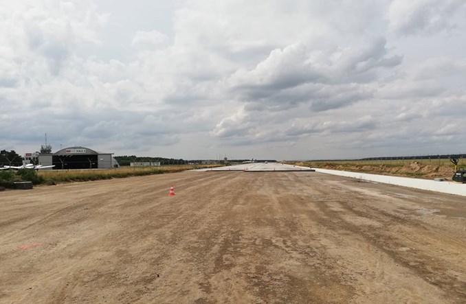 Lotnisko w Modlinie modernizuje za własne pieniądze. Trwa remont dróg kołowania