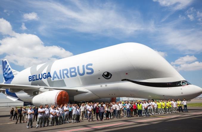 Frachtowiec Airbusa, BelugaXL, w uśmiechniętym malowaniu (ZDJĘCIA)