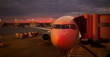 IATA: Linie lotnicze wrócą na ścieżkę zysku dzięki taniejącej ropie