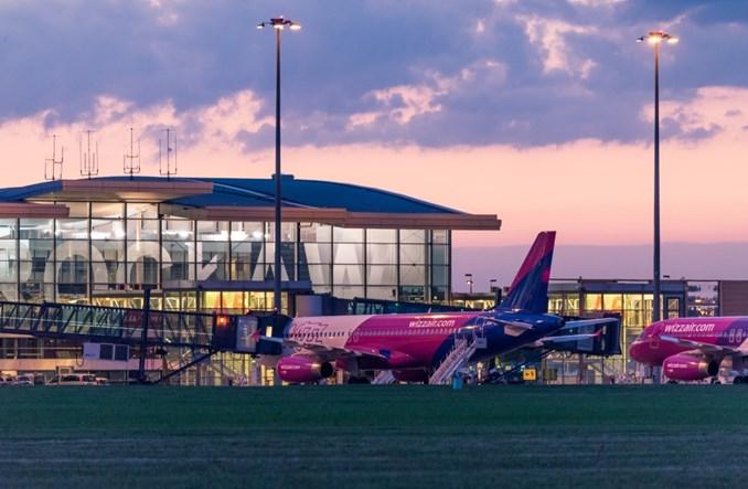 Pełen pracy poranek wrocławskiego lotniska (ZDJĘCIA)
