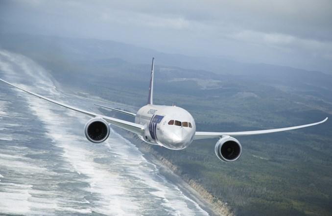 LOT: 36 kobiet za sterami samolotów