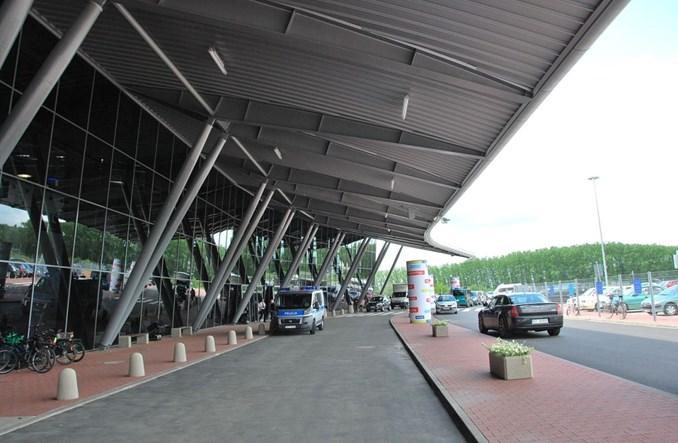 Łódź: Większość pasażerów lotniska dociera na nie samochodem