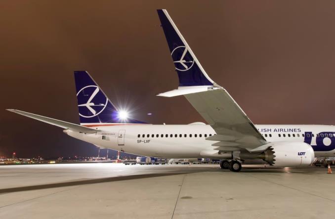 LOT: Kolejny Boeing 737 w Warszawie