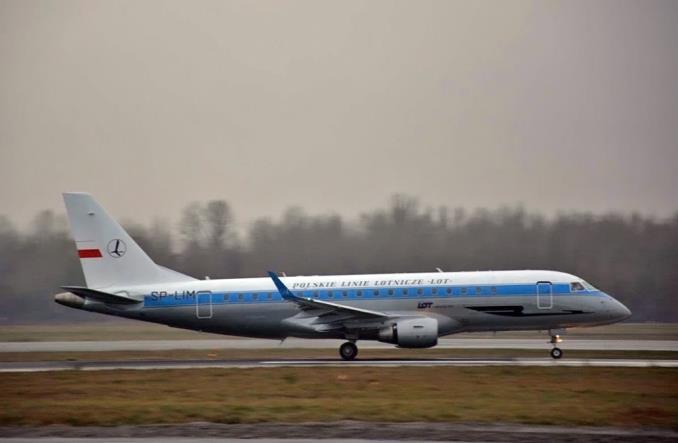Embraer 175 rusza w pierwszy rejs w malowaniu retro (ZDJĘCIA)