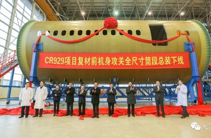 Chiny z prototypem kadłuba CR929 i przed wyborem dostawców