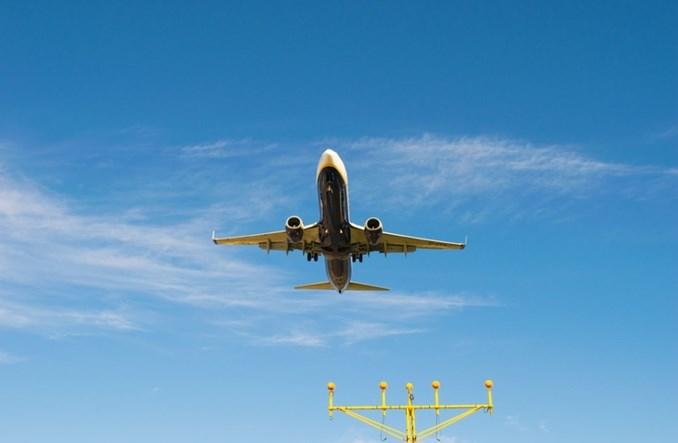 Polska chce aby lotnictwo płaciło więcej za CO2. Bilety zdrożeją?