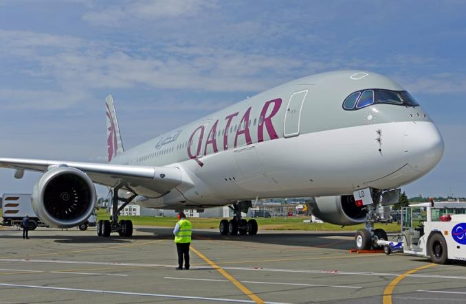 Qatar Airways rozda 100 tys. biletów lekarzom