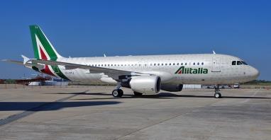 Alitalia: Jak upadać, to po włosku. Sloty na Haneda, code-share z Xiamen Airlines