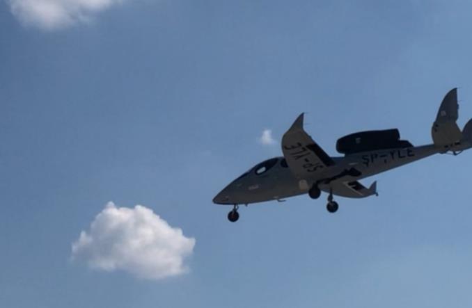 Flaris Lar 1 wzbił się w powietrze (Zdjęcia)