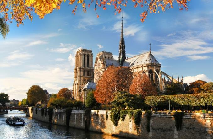 Air France-KLM: Bezpłatne loty dla zaangażowanych w odbudowę Notre Dame