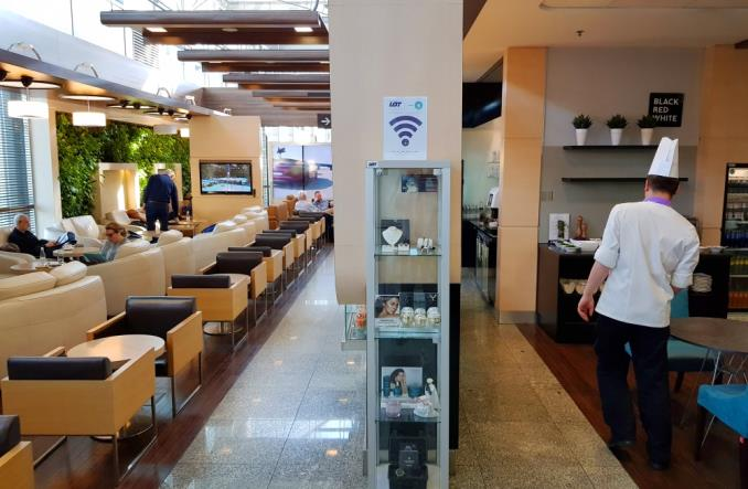 LOT: Bezpłatny Internet UPC w salonach biznesowych