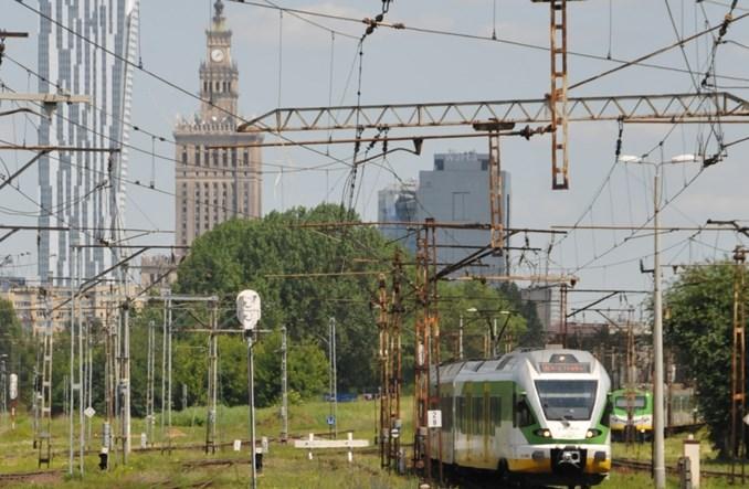 W lipcu znacznie mniej pociągów na lotnisko Chopina
