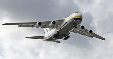 An-124 Rusłan: Części okrętowe poleciały z Warszawy do Korei (Zdjęcia)