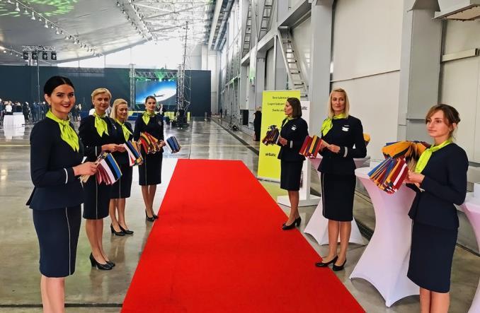 airBaltic świętuje 30-lecie Bałtyckiego łańcucha (Zdjęcia)