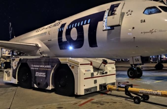 LS Airport Services – nosorożec indyjski obsłużył pierwszy rejs PLL LOT do Delhi