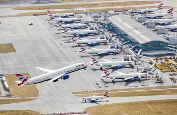 Dholakia: Brytyjskie lotniska korzystają ze sztucznej inteligencji