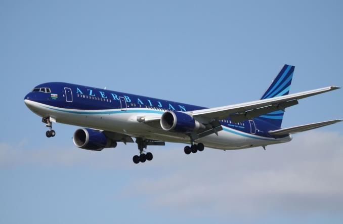 Azerbaijan Airlines powiększają flotę. Chcą współpracować z Boeingiem