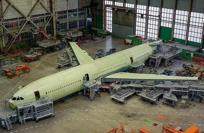 VASO: Łączenie kadłuba i skrzydeł pierwszego Iła 96-400M